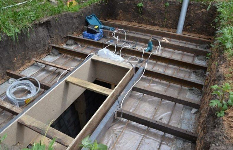 Учимся делать подземный погреб правильно