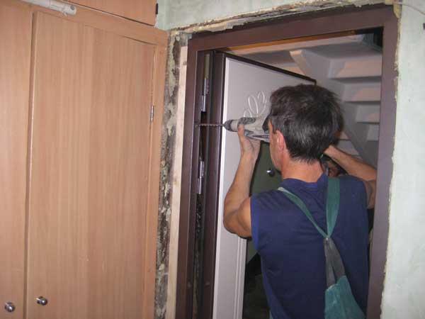 Установка дверного блока