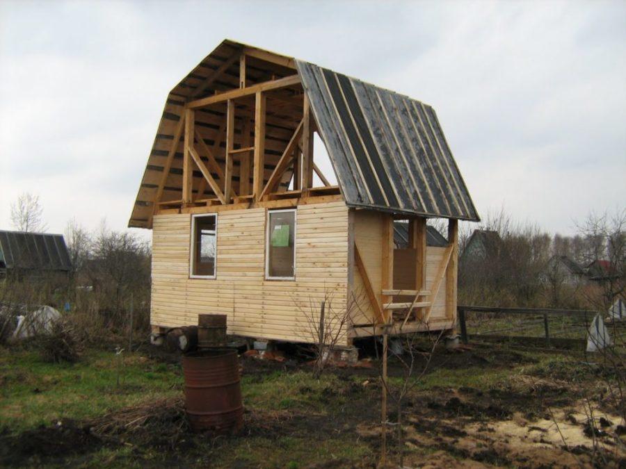 Как построить дачный домик?