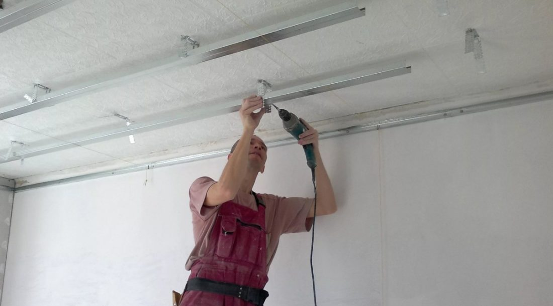 Установка (монтаж) навесного потолка своими руками