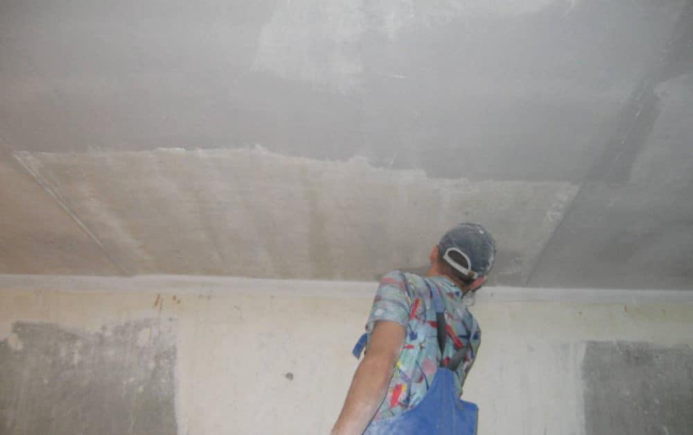 Как подготовить потолок к покраске (ремонту, оклейке) своими руками