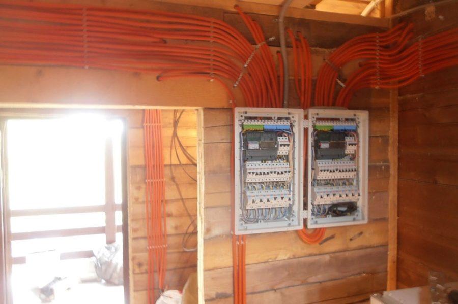 Электромонтаж в деревянном доме: безопасность превыше всего