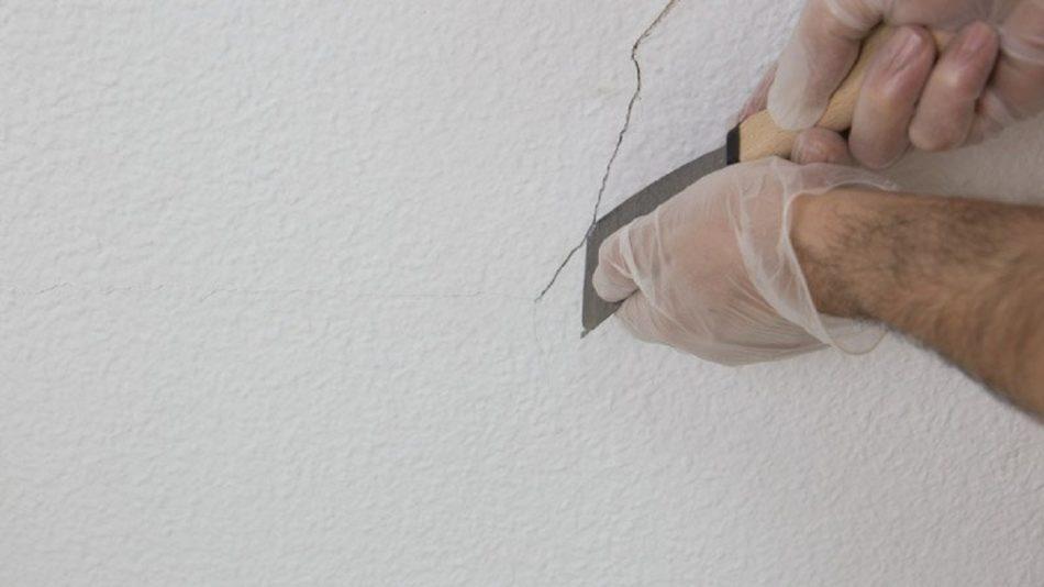 Технология борьбы с мелкими трещинами на потолке и стенах