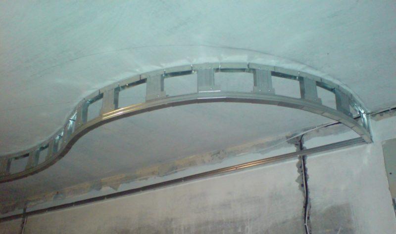 Как смонтировать сводчатый потолок