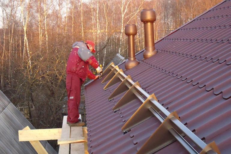 Некоторые нюансы установки снегозадержателей на крышах