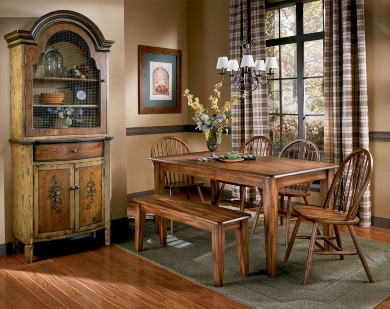 Лучшее решение для столовых: столы, стулья и буфет из сосны