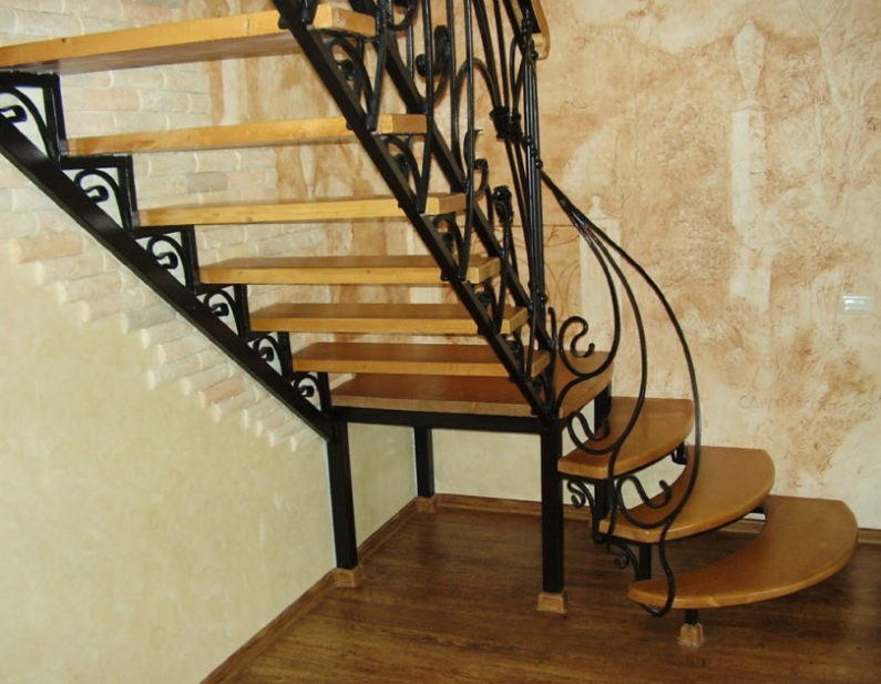 Металлические или деревянные лестницы?