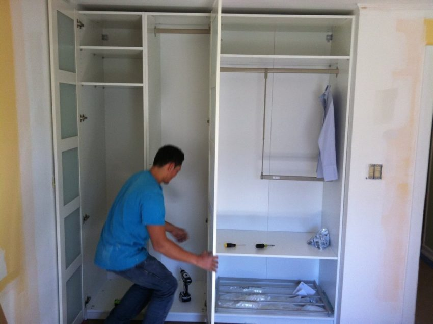 Как сделать и собрать шкаф купе своими руками