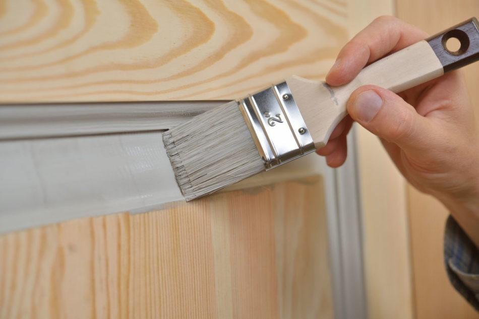 Покраска дверей и рам