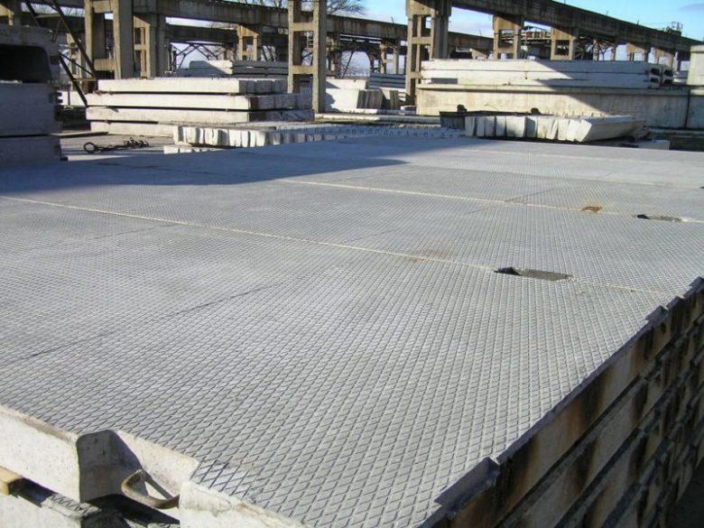 Дорожные и аэродромные бетонные плиты