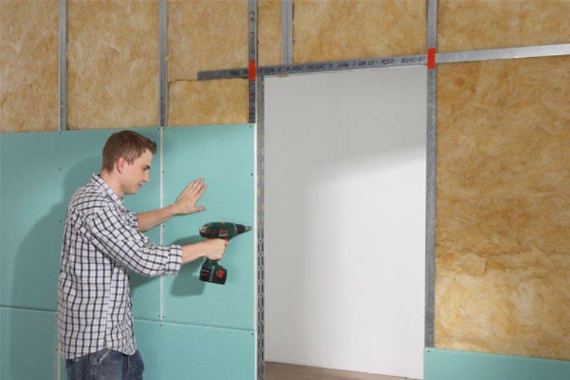 Как крепить гипсокартон к стенам?