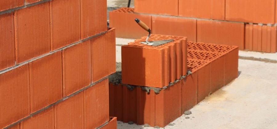 Преимущества возведения домов из двойного кирпичного блока