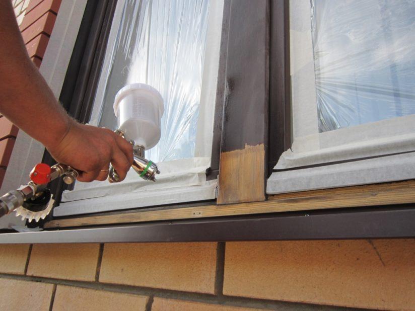 Как покрасить балконные рамы?