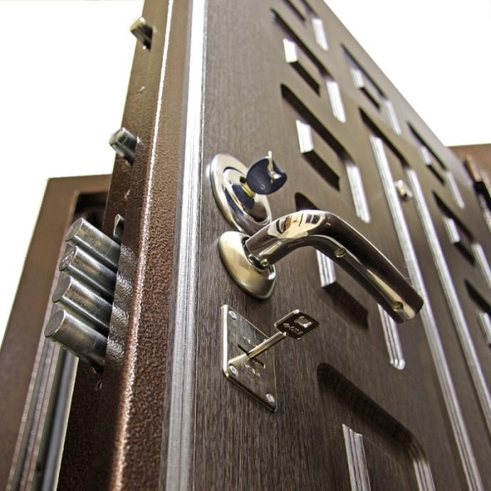 Надёжные замки для металлических дверей